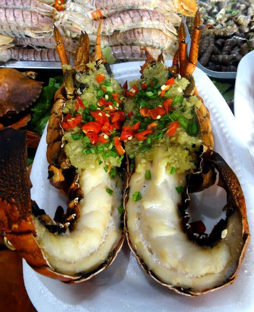 My First Meal in Xiamen, China – Grilled Lobster and Scallop Rice Noodles