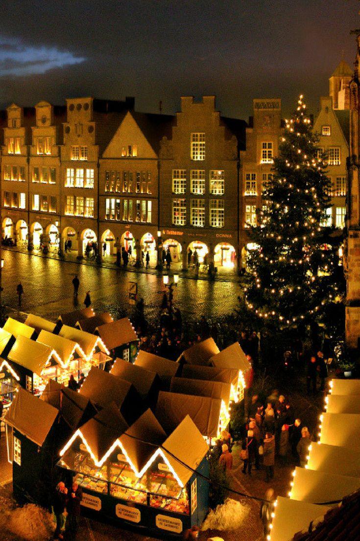 In Münster in NRW gibt es in der romantischen Altstadt gleich fünf Weihnachtsmärkte, die Dich auf Weihnachten einstimmen. #deinnrw © www.airklick.de