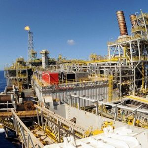 Aprueban en Brasil ley que privatiza campo petrolero del Presal - teleSUR TV