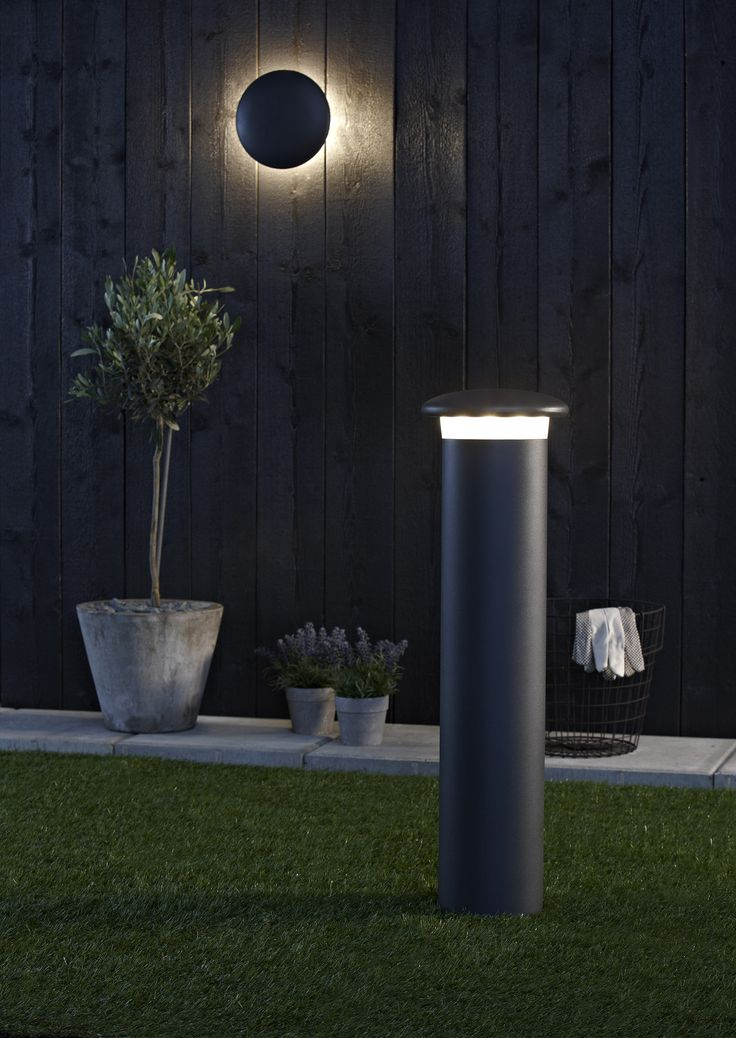 Pollare Discus från Markslöjd. Gjuten, pulverlackerad aluminium. Godkänd för utomhusbruk. Fast, jordad installation. Energiklass A. 10st 1W LED. Varmvitt ljus, 3000K. #outdoor #lighting #utomhusbelysning #markslöjd #inspiration #interior #interiör