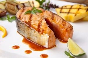 Somon la gratar: Food Recipes, Grilled Salmon, Olives Oil, Healthy Dinners, Dinners Recipes, Nutritionpack Food, Healthy Recipes, Salmon Recipes, Flank Steaks
