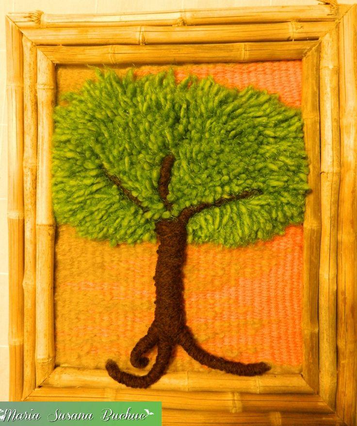 Tapiz artesanal confeccionado con técnica Alto Liso por María S. Buchuc. Con lanas rústicas y cañas de la Patagonia