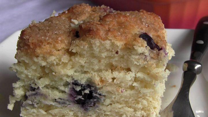 Cake with Yogurt video by Hayko Inukai Patison It's amazing