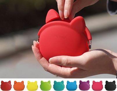 A Táskamánia oldalán találtam, szerintük cicás pénztárca. Szerintem ízlés kérdése, hogy malacperselypótló készség legyen... :)   https://www.facebook.com/Penzmesek/app_518404711613542