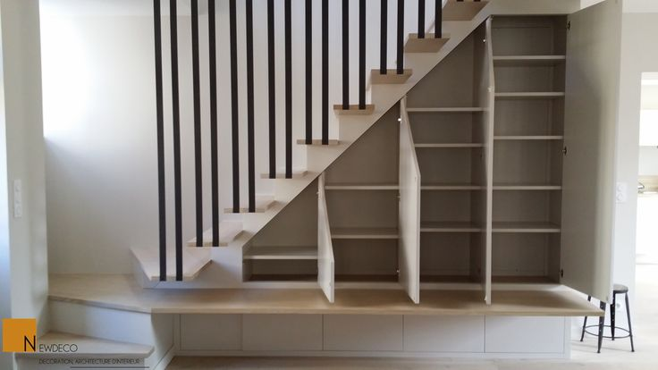 Pin by karelle jomphe on maison pinterest - Placard sous escalier coulissant ...