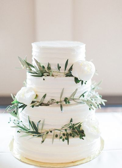 olive branch cake | Tracy Enoch I love olive branches and they have special meaning to me, but maybe too rustic looking for a city wedding