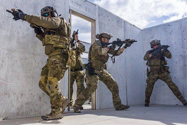 Der investigative US-Journalist Nick Turse fragt nach dem Auftrag der an der Westgrenze Russlands operierenden US Special Operations Forces. Der prozentuale Anteil der Soldaten der Special Operatio…
