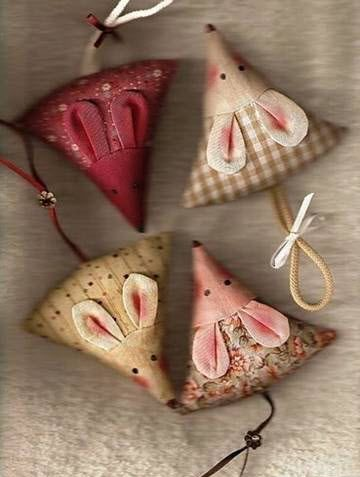 DIY Triangle Mice Toys - PetDIYs.com