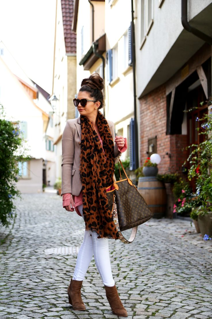 outfit: leo scarf, white jeans for fall