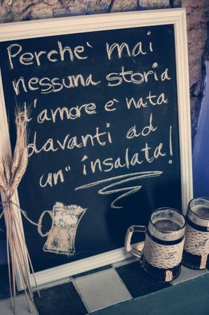 pub wedding sign http://weddingwonderland.it/2015/06/matrimonio-al-pub.html