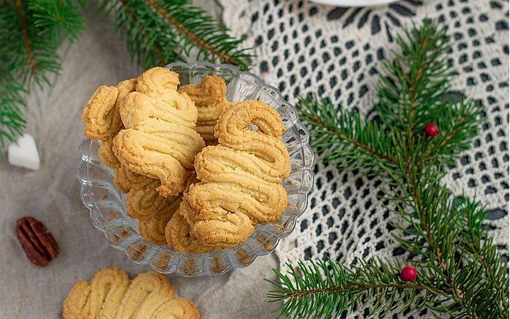 İsmini şeklinden alan tırtıl kurabiye tarifini arzu ettiğiniz şekillerde hazırlayabilir, hamuruna kakao ekleyerek kurabiyelere renk verebilirsiniz.