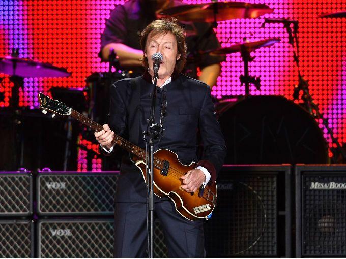 """El ex Beatle Paul McCartney fue abuelo por octava ocasión, pues su yerno, el guionista y director Simon Aboud anunció que ya nació su hijo.  """"Gracias a mi maravillosa mujer, nuestro precioso hijo Sid llegó sano y salvo el sábado para unirse a nuestra increíble familia"""", publicó esta semana a través de su cuenta de """"Twitter""""."""
