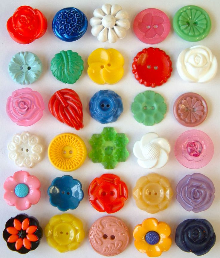 30 Vintage Brightly Coloured Floral Plastic Buttons Size Medium