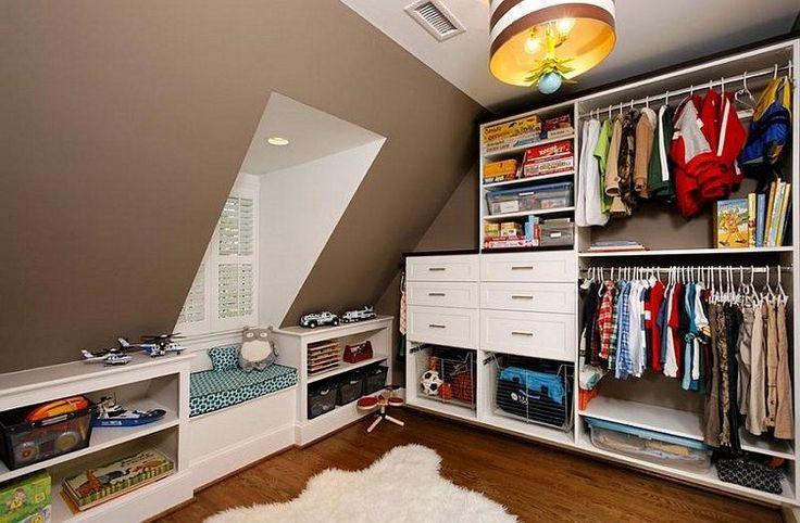 rangement sous pente de toit- penderie, meuble bas, tiroirs et cases