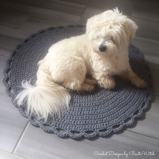 My fur baby on my crocheted rug. BautaWitch.se