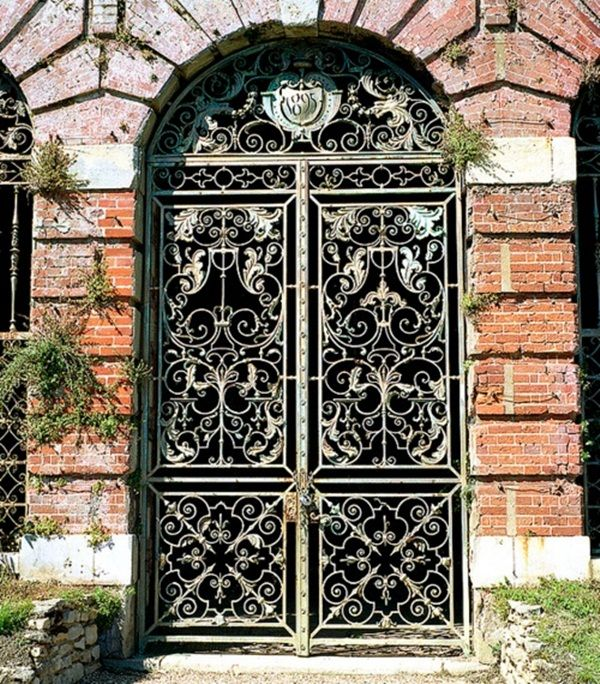 The houses are recognized with their front gate. So, the front gates needs to be designed perfectly in a wonderful manner. The front gates are the main entrance for any guest coming to your house. So, you always welcome a guest through the front gate. This is the main reason why front gate should be [...]
