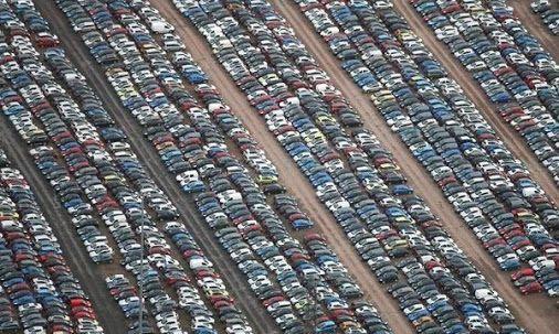 Ilyen nincs: vadiúj autók tízezrei mehetnek a bontóba