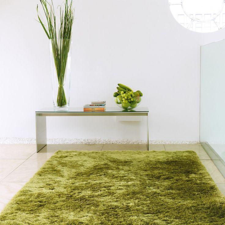 Tapis vert comme de l'herbe tufté et de grande qualité. Ce tapis design et moderne est moelleux et d'une douceur incomparable grâce à ses longues mèches.  #tapis #estival #été #vert #déco