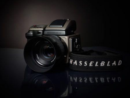 Hier die Chance eine sagenhafte Mittelformatkamera von Hasselblad zu buchen.  Die Hasselblad H4D-40 hat folgende technische Eckdaten:  Sensor: 40 Megapixel (7304 x 5478 Pixel) Sensorgröße: 33,1x44,2mm Verschlusszeiten: 1/800 s bis 256 s