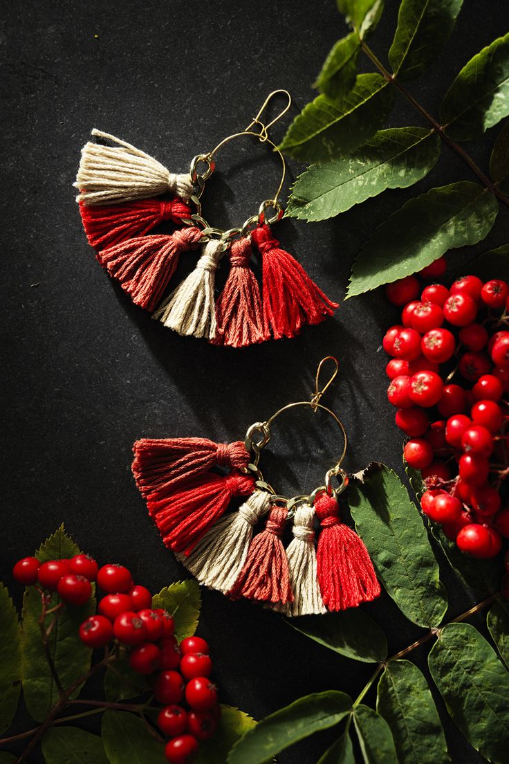 Tassel hoop earrings www.panduro.com Jewellery by Panduro #jewellery #jewelry #earrings #smycken #örhängen #tassel #rocailles #pärlor #beading #beads