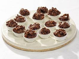 Chocolate Caramel Crispy Cakes - Melt 4 2oz Milky Way bars and 4tbsp butter. Toss in 2.5c cornflakes, drop in mini muffin papers and chill for 1+hrs. Yum! Loved these in Scotland!