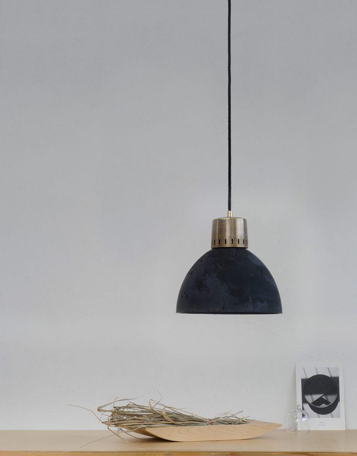 Schwarze Betonlampe Korta1