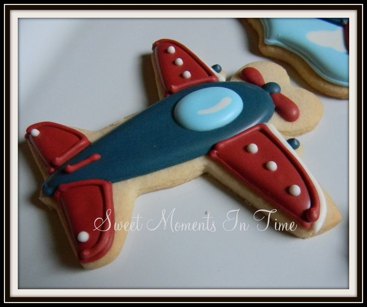 Vintage Airplane Cookies For more cookies visit www.facebook.com/sweetmomentsintime