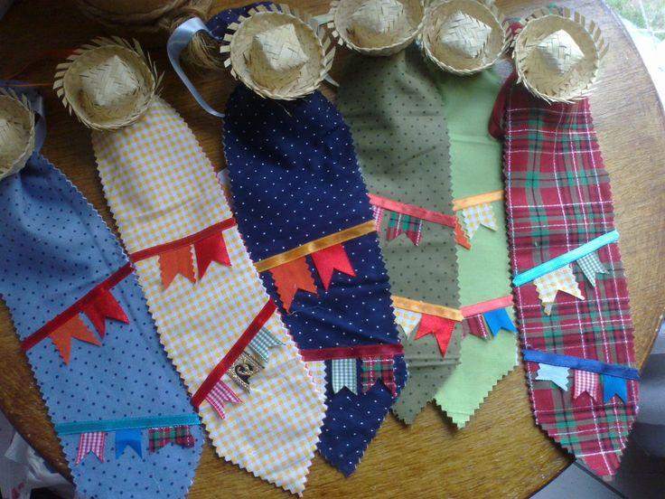 gravata junina, feita em tecido 100% algodão, com detalhes em fitas de cetim e mini chapéu de palha