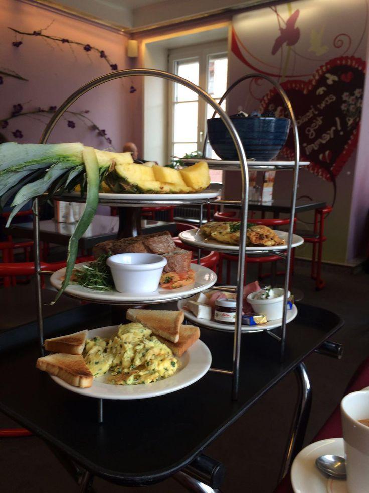 Frühstück im Cafe Münchner Freiheit in München. Lust Restaurants zu testen und Bewirtungskosten zurück erstatten lassen? https://www.testando.de/so-funktionierts