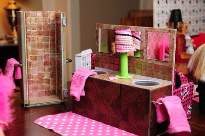 the 25 best barbie bathroom ideas on pinterest barbie barbie house is better barbie dream house items