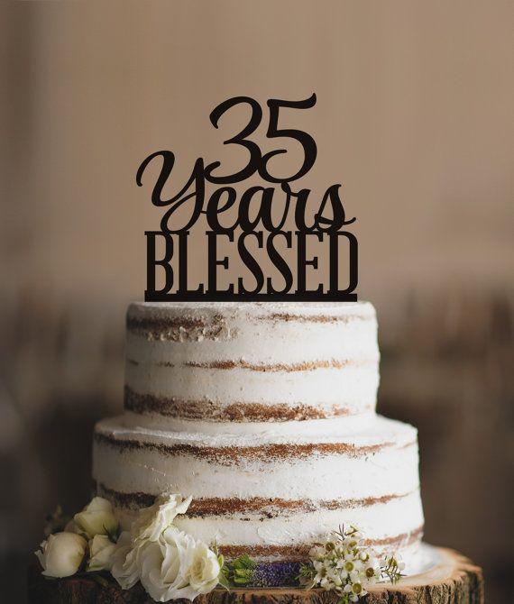 Esta hermosa 35 años bendecido es una manera elegante de vestir su pastel para su cumpleaños número 35 o incluso un 35 º aniversario. Puede personalizar este topper seleccionando un color de su elección.  ~~~~~~~~~~~~~~~~~~~~~~~~~~~~~~~ INFORMACIÓN DE TORTA DE CUMPLEAÑOS ~~~~~~~~~~~~~~~~~~~~~~~~~~~~~~~  Este adorno es láser de corte de 1/8 espesor acrílico y tamaño perfectamente para ajustarse a un nivel superior pastel de 6 con la base de ser justo por debajo de 6. Es aproximadamente 5,5…