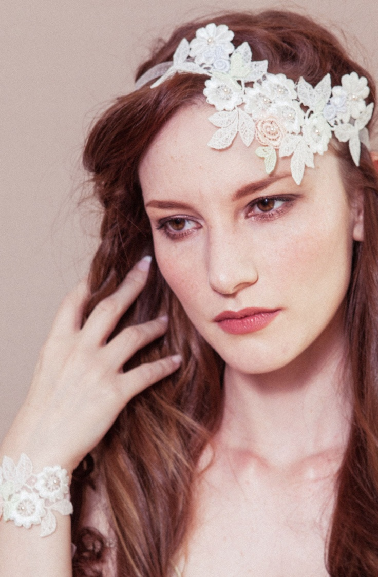Hair accessories headbands uk - Vintage Hair Accessories Can Really Finish Off Your 1920 Bridal Style