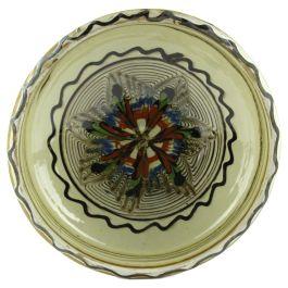 Lucrat manual in culorile specifice ceramicii smaltuite de Horezu, pe fond alb fildes si cu motive vegetale, dar si geometrice in nuante de verde, maro, albastru si portocaliu, acest castron reda intr-o maniera perfecta stilul de lucru al mesterilor populari ce dau viata lutului din Horezu.Castronul se poate constitui in egala masura ca un pretios obiect decorativ, insa la fel de bine poate fi utilizat si in bucatarie.(Ceramic bowl of Horezu)