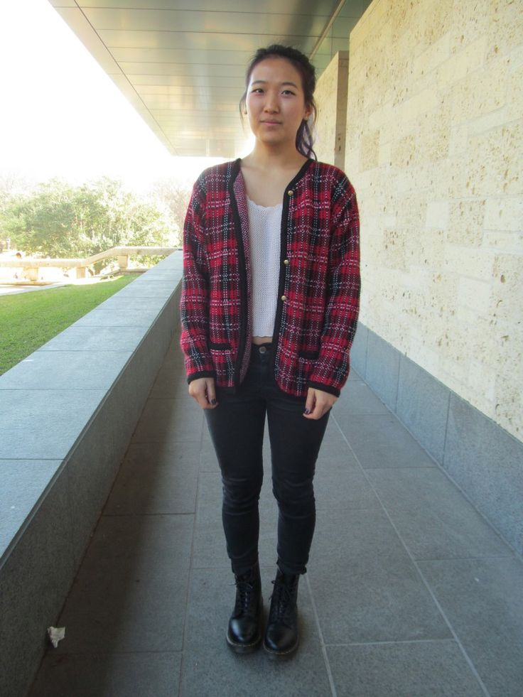 Purple hair and plaid sweaters are a wonderful combo. Check out this fashionista's take on the look in my latest @cfashionista article! Share it with your friends or even give it a rad! Thanks lovelies #ATX #UTAustin #plaid #purplehair #blackskinnyjeans  http://www.collegefashionista.com/what-to-wear-class-567/