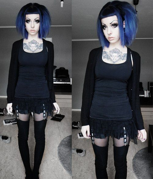 Her eyebrows aren't my favorite but the rest is super cute and pastel goth. Love the navy blue baby bangs.