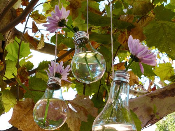 How to make a lightbulb vase.  So simple and yet lovely.  I am astounded by the creativity of others.