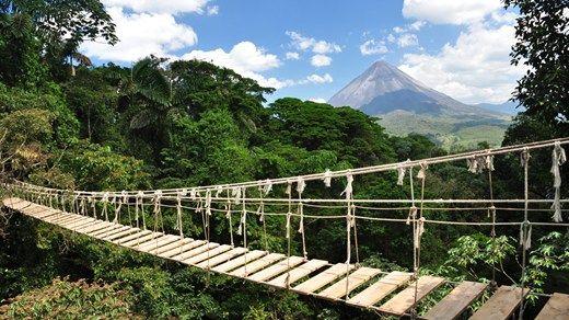 Vulkanen Arenal skimtes i bakgrunnen, spektakulær natur i Costa Rica