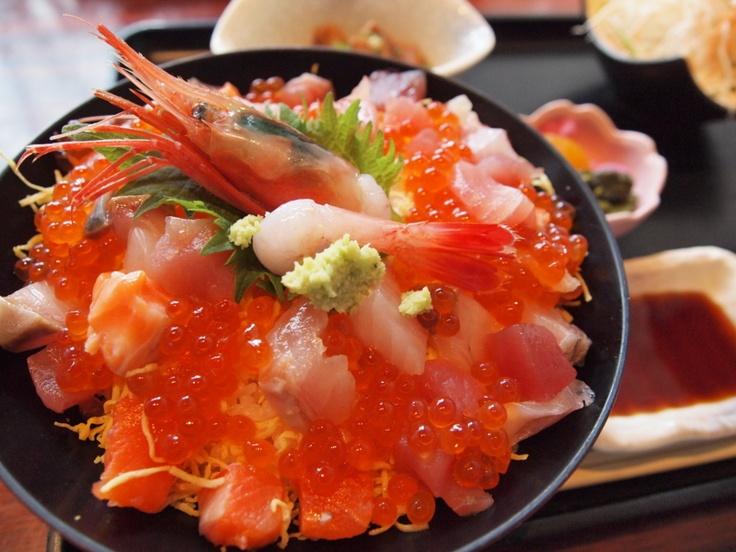 海鮮丼、  Seafood(scallops, yellowtail, tuna, salmon roe, shrimp )