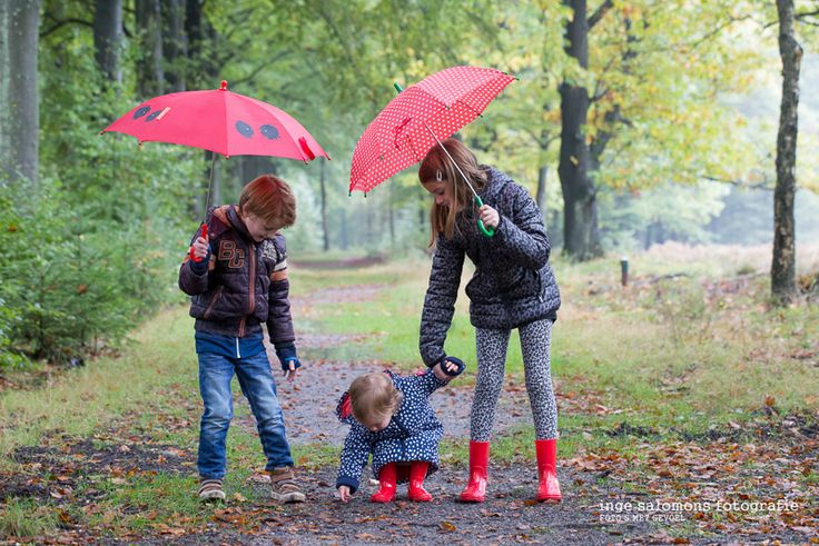 onder een rode paraplu