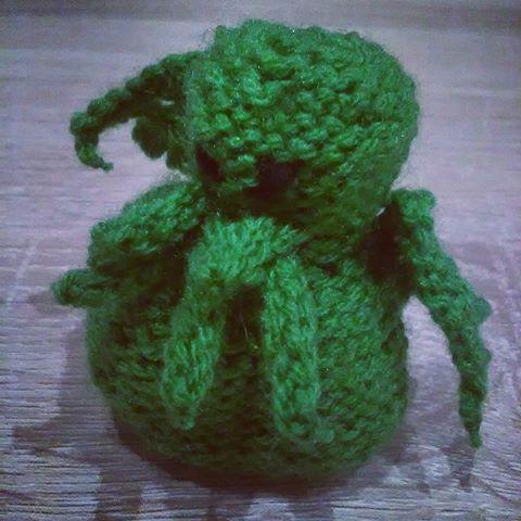 https://www.etsy.com/listing/453315480/little-sweet-cthulhu-plushie #cthulhu #lovecraft #craft #knitting #plushie #handmade #uroczaśne