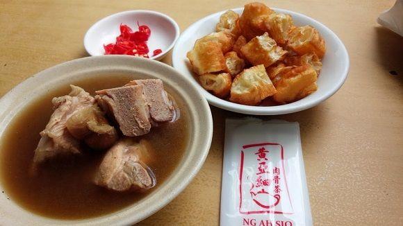 やみつきになること間違いナシの「肉骨茶(バクテー)」を地元で評判の店で食べてみた!