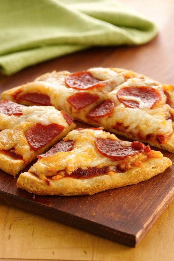 Make-your-own mini pizzas from Grands! biscuits are ready in 25 min! Kids would love this, choose their own toppings.