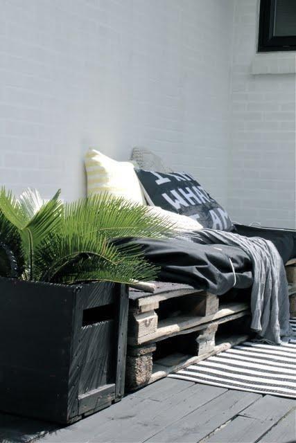 Photo: canapé/fauteuil outdoor pour faire bronzette après un petit saut dans la piscine - http://www.decocrush.fr/index.php/2012/06/28/palet...
