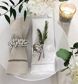 table setting: Holiday, Table Settings, Table Decoration, Christmas Decoration, Dining Table, Christmas Dining, White Christmas, Christmas Ideas, Christmas Table