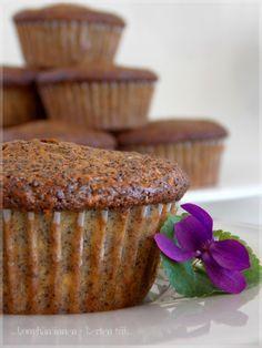 ...konyhán innen - kerten túl...: Almás-mákos muffin
