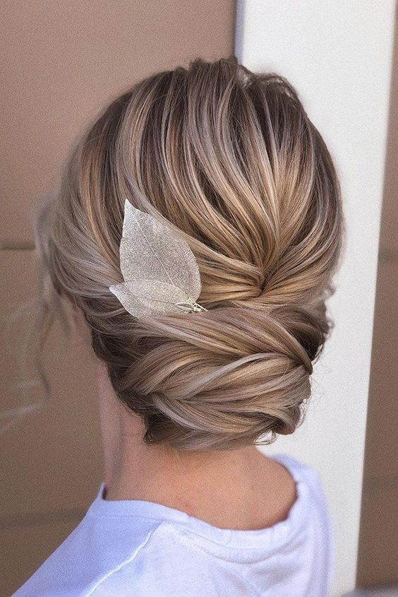 Click to see 47 Unforgettable Wedding Hairstyles for Long Hair  2019---how elegant and comfy updo for modern classy girls, you must have  this chic br...