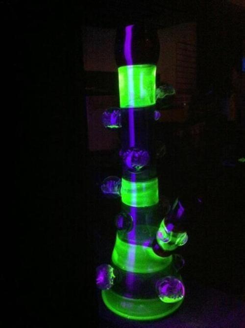 glow in the dark bong- Wonderland- Cheshire Cat Bong- want so bad