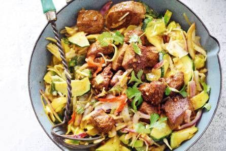 Groentecurry met rijst en biefstuk - Recept - Allerhande