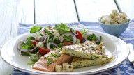 Stekte laksefileter med potetkake og salat