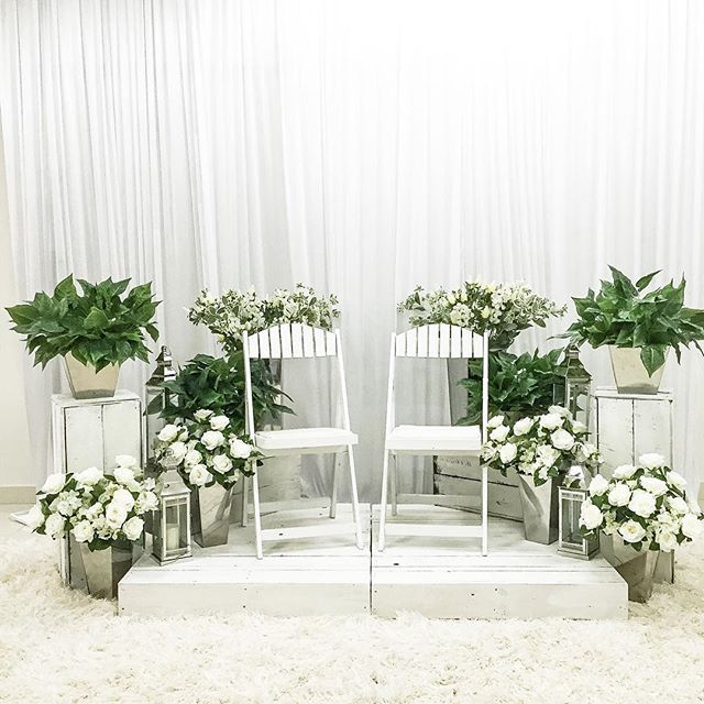 Mini Pelamin / Photo Booth #nikah #photobooth #pelamin #pelaminakad #pelaminrumah #solemnization #akadnikah #indahpelamin #indah #jomkahwin #malaywedding #sanding #weddingdecor #mahligaicinta #kahwin #reception #maintable #entrancearch #photobooth #photoboothmalaysia #indahwedding #pelamindewan #dais #malaydais #chalk #chalkboardmalaysia